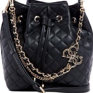 ❤️NWT GUESS Miriam Bucket Bag❤️